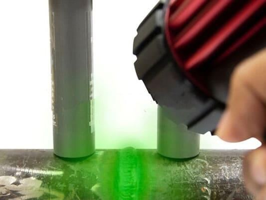 Recherche de fuite avec colorant et UV